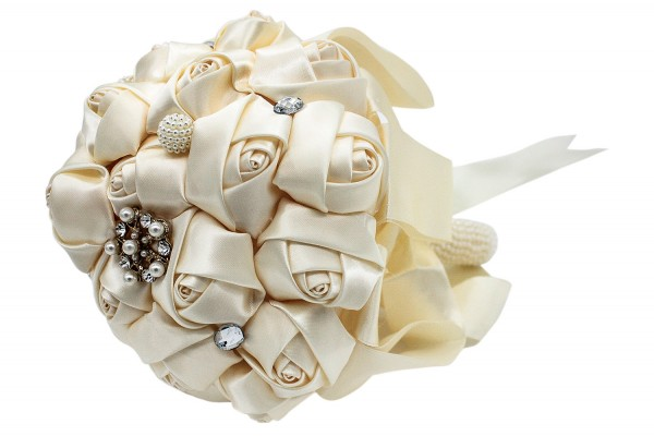 Ivory/creme-farbener Hochzeits Blumenstrauß aus Satin
