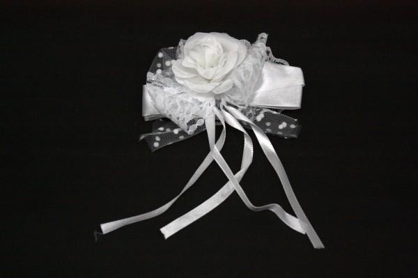 Hochzeitsschleife mit einer Rose